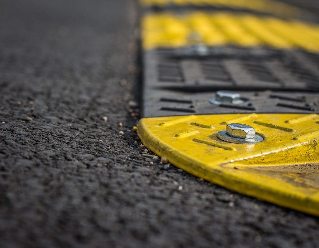 Les ralentisseurs rendent-ils les routes plus sûres ?